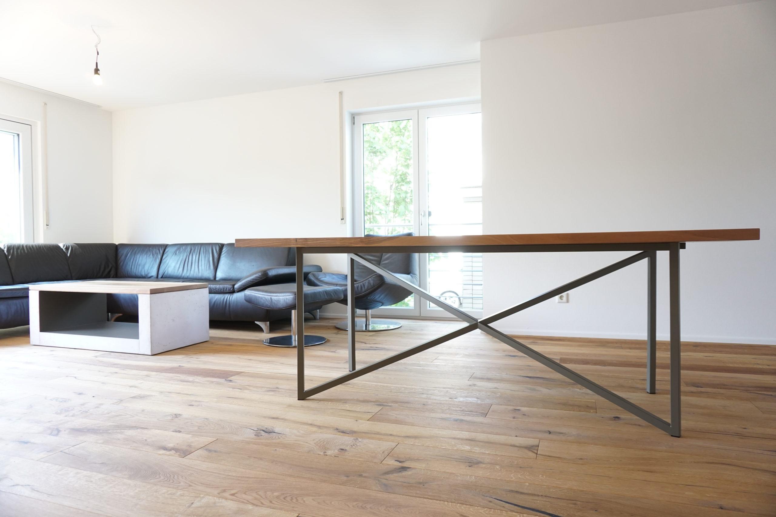 Esstisch mit Stahluntergestell Tettnang Bodensee